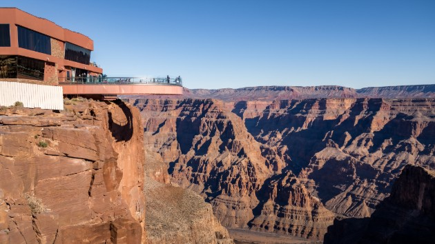 Man dies after falling 1,000 feet into Grand Canyon