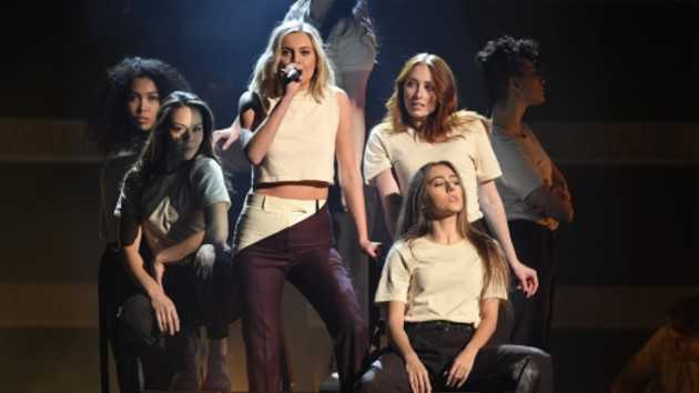 Kelsea Ballerini celebrates #1 hit with musical treat for fans