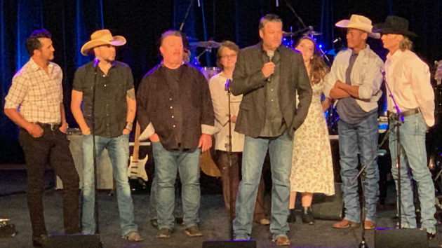 """We Believe in Happy Endings"": Blake Shelton, Luke Bryan & Jason Aldean pay tribute to Earl Thomas Conley"