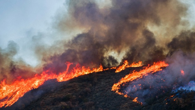 Wildfires spread in the West, flash flooding forecast in Texas