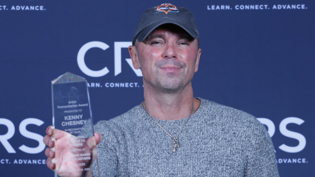 Kenny Chesney receives Humanitarian Award, thrills crowd with acoustic performance at CRS in Nashville