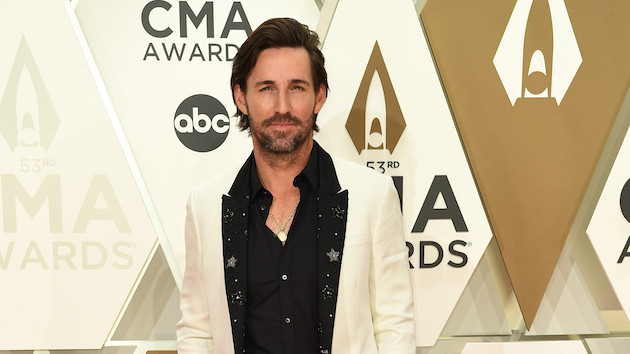 """Made for You"": Jake Owen's daughters and fans co-star in his newest video"