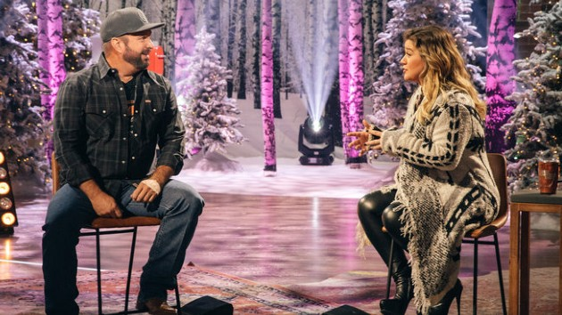 Kelly Clarkson reveals Garth Brooks-inspired lyrics of song about her divorce