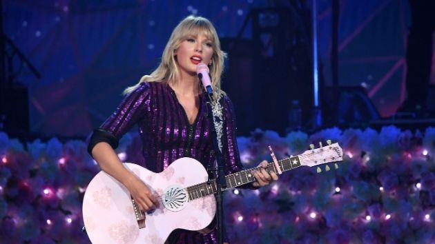 """Taylor Swift's rerecording of """"Love Story"""" sells over 10,000 copies in its first day"""