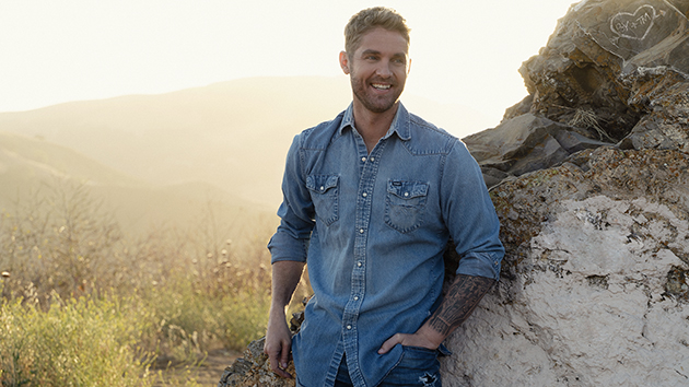 Brett Young to do gender reveal on 'The Kelly Clarkson Show'